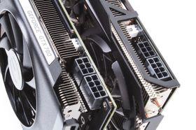Begge kortene krever PCIe-strøm gjennom både 6- og 8-pins plugger.