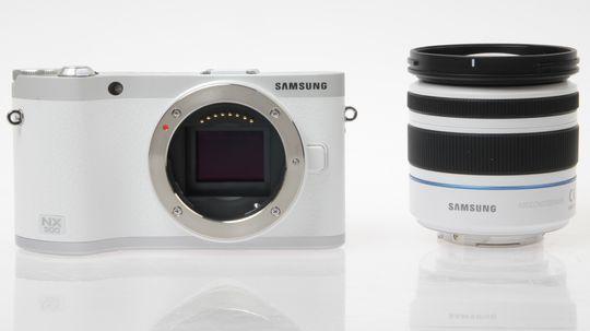 NX300s bildebrikke gir både kontrastbasert og fasedetekterende autofokus.