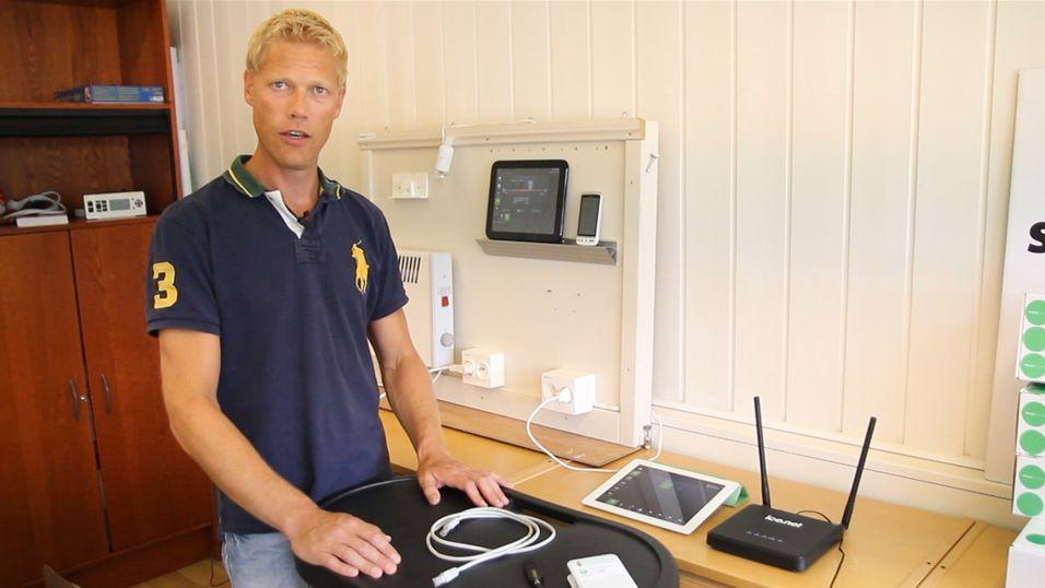 Yngvar Pettersen, daglig leder i Home Control, viser gjerne frem selskapets løsninger