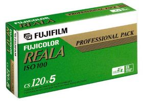 Fujifilm Reala 100 i 120-format er en av filmene som forsvinner.