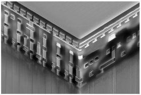 Et bilde tatt med elektromikroskop, av den nye minnemodulen integrert i en CMOS-brikke.