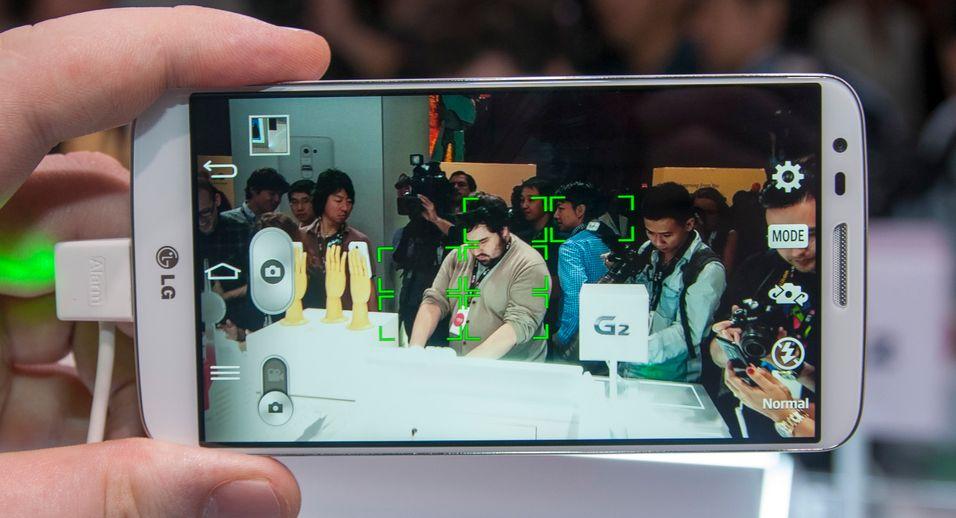 Det mekanisk stabiliserte kameraet i G2 skal være svært godt. Vi lar LG vise oss noen av de nye funksjonene i telefonen.