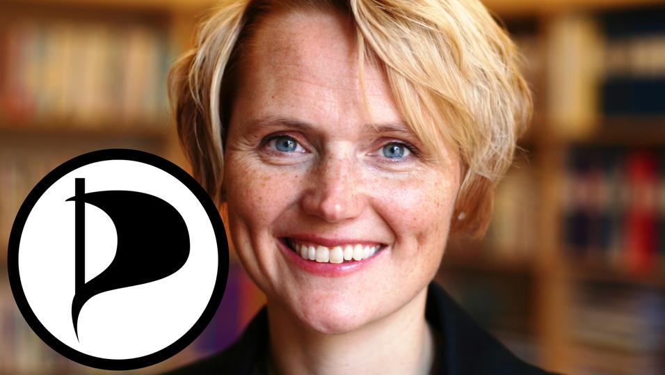 Sveriges IT-minister Anna-Karin Hatt ble anmeldt av piratpartiet.