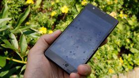 Skjermen har svært gode farger, men den vi er ikke så imponert over innsynsvinkelen på den. Utendørs fungerer den helt greit –men ikke på høyde med for eksempel HTC One.