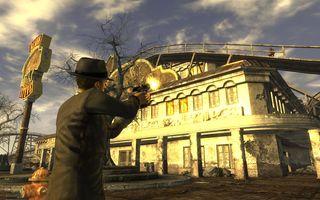 Bethesda Softworks hadde en prestasjonsbonus for Fallout: New Vegas, basert på snittkarakteren på Metacritic. Denne bonusen ble aldri utbetalt, da spillet havnet ett poeng for lavt.