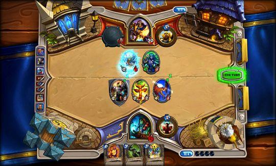 Thrall knuser en av kortene til Uther Lightbringer. (Bilde: Blizzard Entertainment).