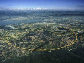 Rundt denne 27 kilometer lange sirkelen sendes protonene. .