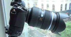 Skjermdump fra videoen: E-M1 med 4/3-optikk og batterigrep.