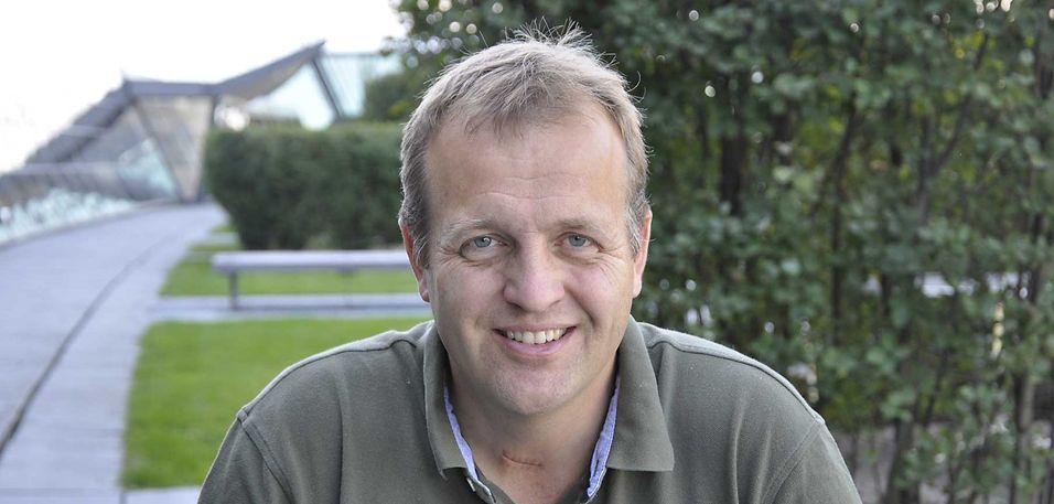 Arne Quist Christensen forteller at Telenor vurderer å konvertere mellom IP og analoge signaler i sentralene, slik at kunder ikke merker teknologiskiftet for fasttelefoni i det hele tatt.