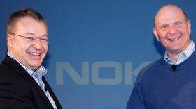 Stephen Elop i Nokia og Steve Ballmer fotografert i forbindelse med Microsofts oppkjøp av Nokia.