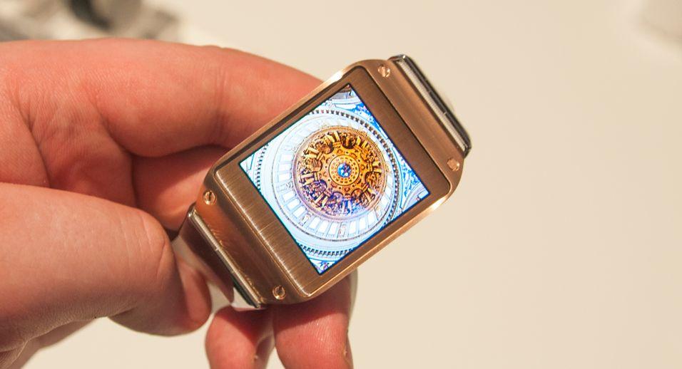 Skjermen i Galaxy Gear er en AMOLED-variant med 320 x 320 piksler.