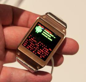 Oops! Etter å ha fiklet litt med klokken ble skjermen først helt hvit, og så skjedde dette. Vi regner med dette handler om tidlig programvare i prototypene som ble vist frem.