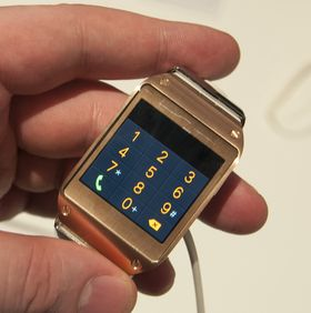 Galaxy Gear har en vanlig, men knøttliten, ringemeny.