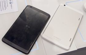 Slik ser baksiden av LG G Pad ut.