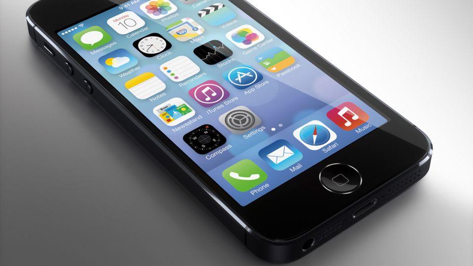 Slik tror designeren Martin Hajek at den nye iPhone 5S kan komme til å se ut. Ringen rundt Hjem-knappen kan ha å gjøre med fingeravtrykksleseren.