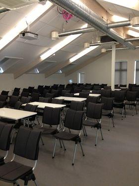 Med litt godvilje kan 120 IT-folk stables inn i konferansesalen.