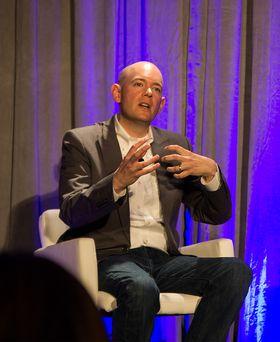 Intel-futuristen Brian David Johnson sier at skikkelige hologrammer faktisk ikke er så langt unna.
