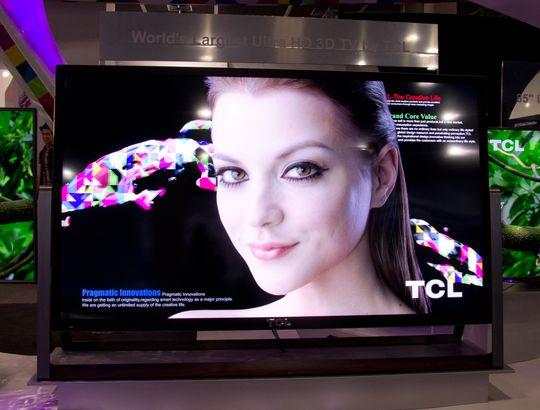 TCL skryter på seg verdens største UHD-TV, men Samsung sin S9 er like stor, og ser veeeeldig lik ut.