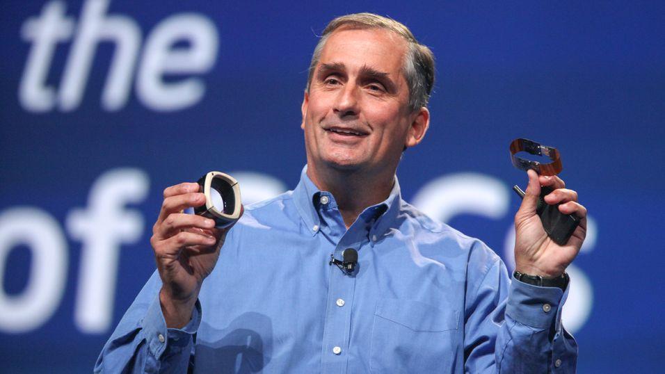 To prototyper med Quark-prosessoren i seg, vist frem at Intels toppsjef Brian Krzanich.