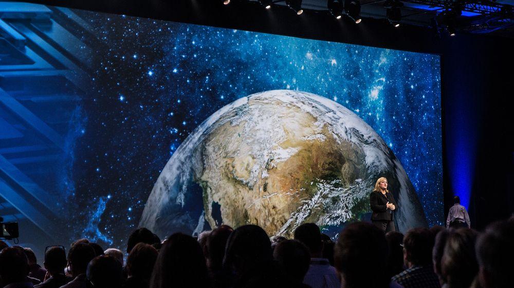 Renee James kom med en rekke inspirerende demonstrasjoner i sin keynote-presentasjon på IDF 2013.