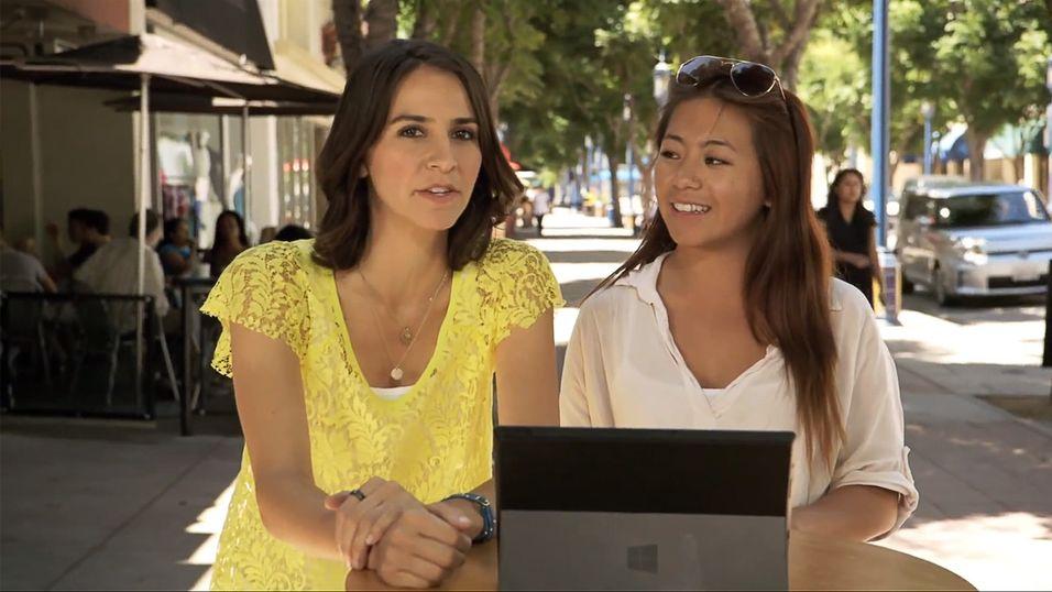 Kvinnen i gult får folk til å revurdere sitt forhold til Internet Explorer.