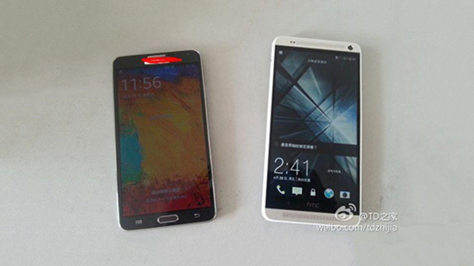 HTC One Max til høyre, Samsung Galaxy Note 3 til venstre.