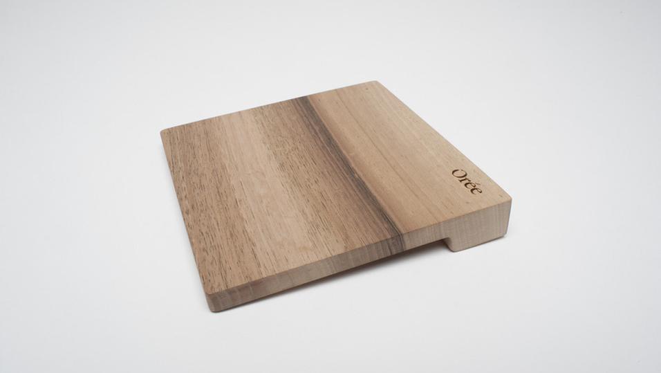 Denne pekeplaten er laget av tre – og koster over 1000 kroner