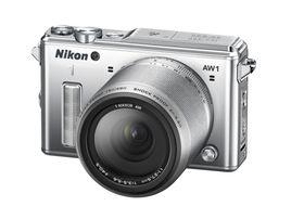 Kameraet kommer i sort, hvitt og sølvgrå, som her.