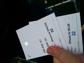 """Her har vi fått """"beviset"""" som skal sikre oss en iPhone 5S og en 5C når omsider kommer inn i butikken."""