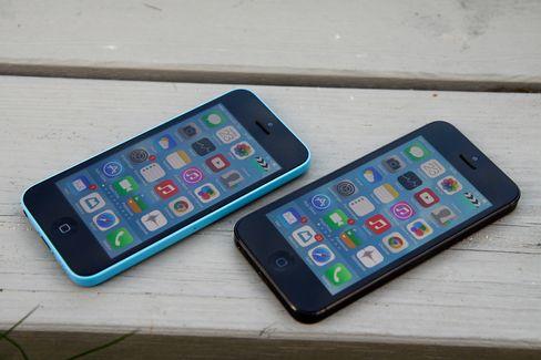 iPhone 5C (til venstre) og iPhone 5.