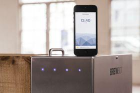 En iOS-app gir konstant informasjon om bryggeprosessen, slik at du slipper å passe på temperaturer eller bryggetid selv.