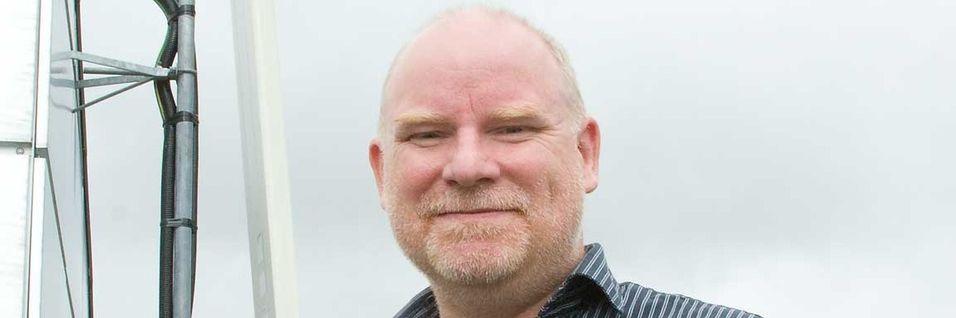 Dekningssjef Tommy S. Johansen i Netcom er kjempefornøyd med at mobiloperatørene nå blir kontaktet under planleggingen av nye bygg.