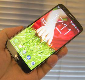 LG G2 er et av mobilmarkedets beste kjøp. Vi er ikke like sikre på mini-modellen, som i hovedsak ser ut til å dele design med flaggskipet.