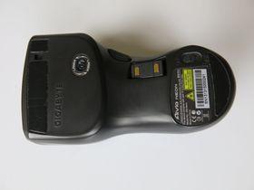 Aktiveringsbryter, lasersensor og oppbevaring for USB-mottakeren.