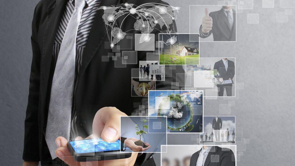 Fire av ti mobiloperatører oppgir at de ser på Mobil IP-telefoni som en trussel, viser en ny undersøkelse.