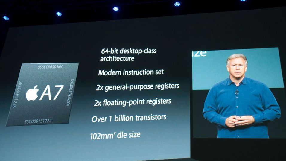 Phil Schiller i Apple presenterer Apples nye A7-brikke i forbindelse med iPhone 5S-lanseringen.