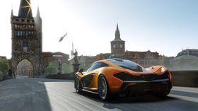 Forza 5 (bildet) og FIFA 14 er de to spillene man kan velge mellom hvis man kjøper «Dag 1»-utgaven av Xbox One. Hvorvidt dette tilbudet kommer til Norge er ikke kjent.