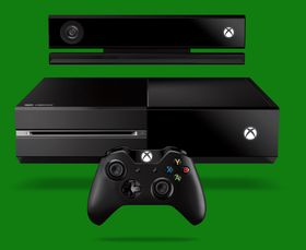 Konsollen, Kinect og håndkontrollen.