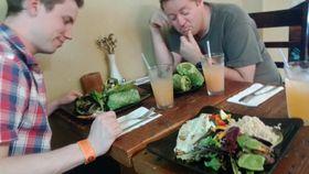 Litt skeptisk var vi til veganermaten, men godt smakte den.