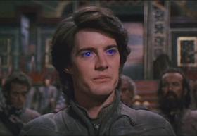 Kyle MacLachlan spiller hovedrollen Paul Atreides.