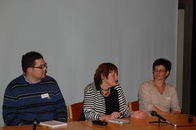Ragnhild Bjørnebekk (i midten) la frem sine konklusjoner på workshoppen i Bergen. Til venstre: Tormod Dag Fikse, spillanmelder i Bergensavisen. Til høyre: Åse Mette Østland, Spillavhengighet Norge. (Foto: Marius Kjørmo)