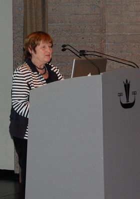 Ragnhild Bjørnebekk på talerstolen i Bergen. (Foto: Marius Kjørmo)