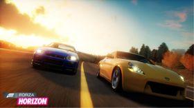 Biler i solnedgang.