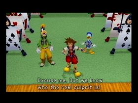 Sora, flankert av Langbein og Donald, har en høne å plukke med Hjerterdronningen.