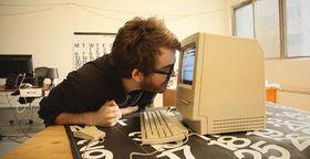 Phil Fish demonstrerer Cybervision, et 'spill' han skapte som barn.