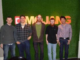 Den nyansatte gjengen, med Minecraft-sjefen Jeb i midten.