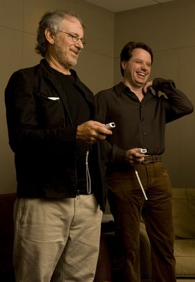 Spielberg og EA-produsent Lois Castle.