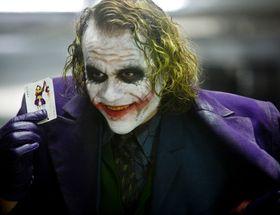 Snart kan du se Heath Ledger spille Joker i actionfilmen The Dark Knight på PlayStation 3.