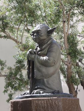 Yoda vokter porten utenfor LucasArts-bygget i San Francisco. (Foto: Mikael H. Groven/Gamer.no)