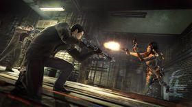 To menn med hagle mot en kvinne med to pistoler - lett match!